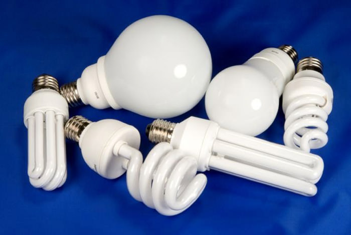 Относительным новшеством, позволяющим устроить освещение в парнике или теплице, являются газоразрядные лампы