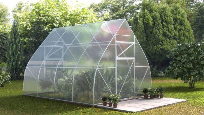 Наиболее часто предпочтение отдаётся тепличным конструкциям на основе высококачественного пластика в виде листового поликарбоната
