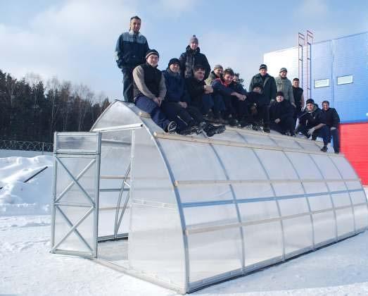 Теплица «Дачная-Стрелка» может вынести нагрузку снега на квадратный метр до 450 килограммов
