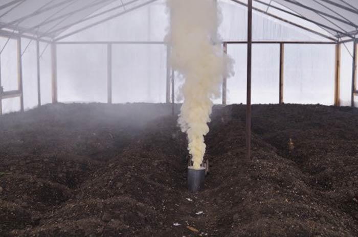 Обрабатывать землю можно термическим способом. Однако сделать это непросто, так как потребуется дополнительное оборудование в качестве котельной