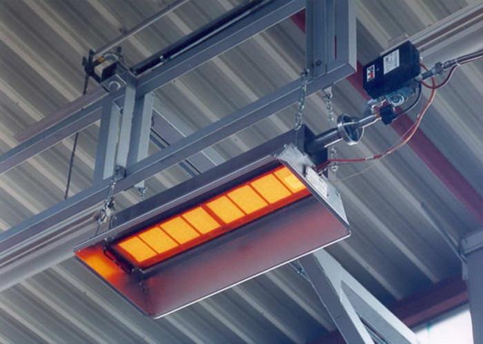 Очень популярно освещение в парнике или теплице на даче при помощи инфракрасных светильников