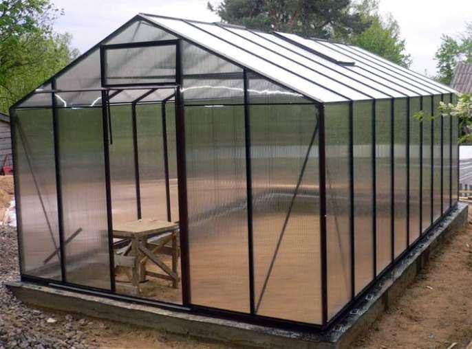 Поликарбонат обладает оптимальными для обустройства парников и теплиц свойствами