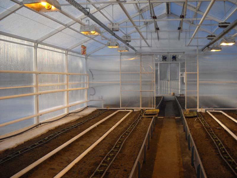 Для выращивания в фермерской теплице своими руками растений круглый год заранее следует предусмотреть систему отопления