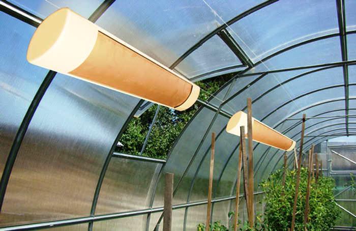 При использовании инфракрасного оборудования для обогрева теплиц максимально снижаются затраты на электроэнергию