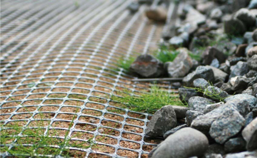 Геосинтетика преградит грызунам вход и одновременно не позволит камням мигрировать из глубины почвы в плодородный слой вашего парника