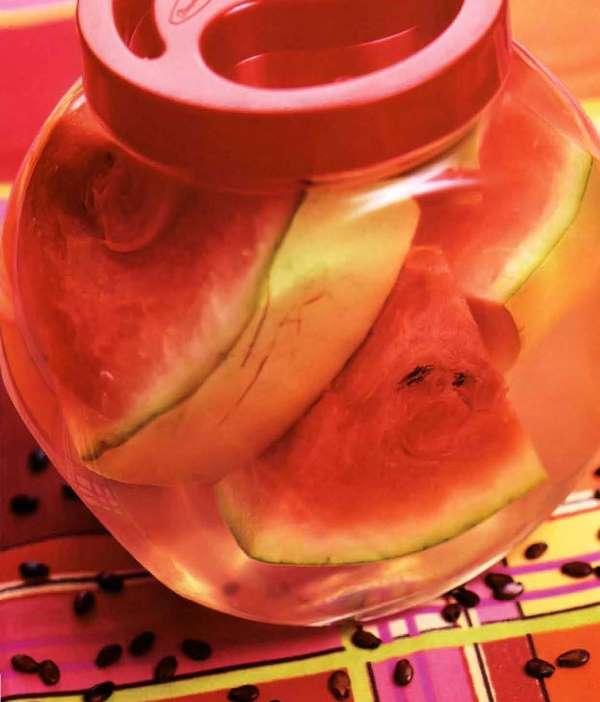 Маринованные корки арбуза напоминают по вкусу консервированные огурцы