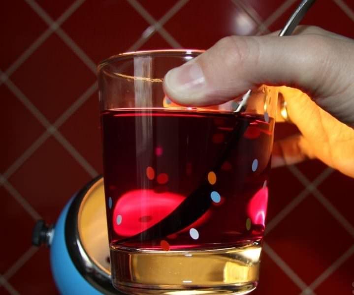 Отобранные семечки баклажана Алмаз замочите на 30 минут в слабом растворе марганцовки
