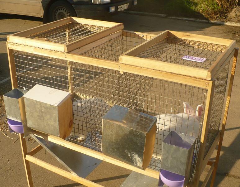 При изготовлении кормушек для кроликов, требования к ним можно сформулировать следующим образом: они должны быть удобными, иметь достаточный объем и максимально снижать перерасход корма
