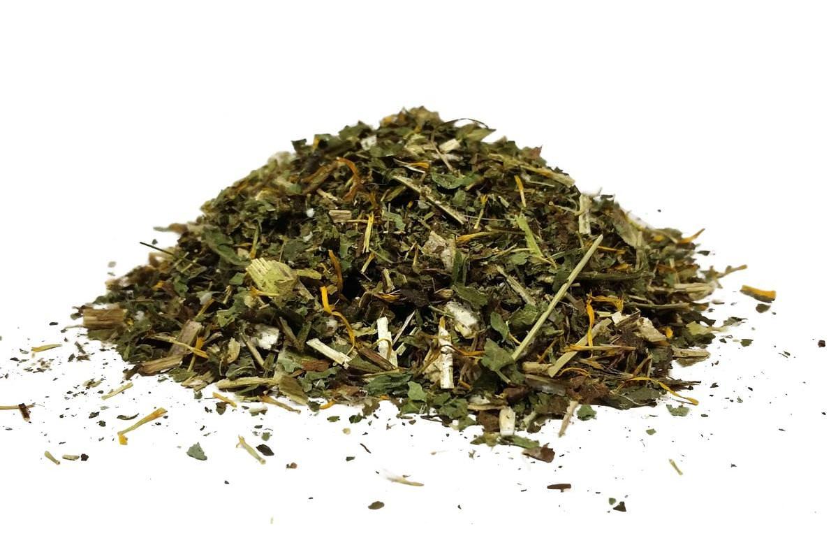 Правильно высушенное лекарственное сырьё обладает слабым ароматом и островато-горьковатым вкусом