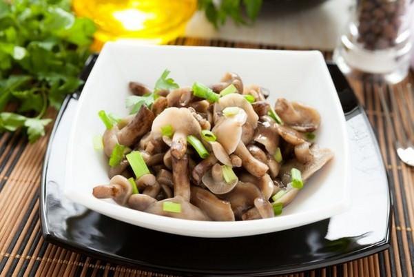 Блюдом из опят можно быстро и легко насытится, так как они довольно питательны