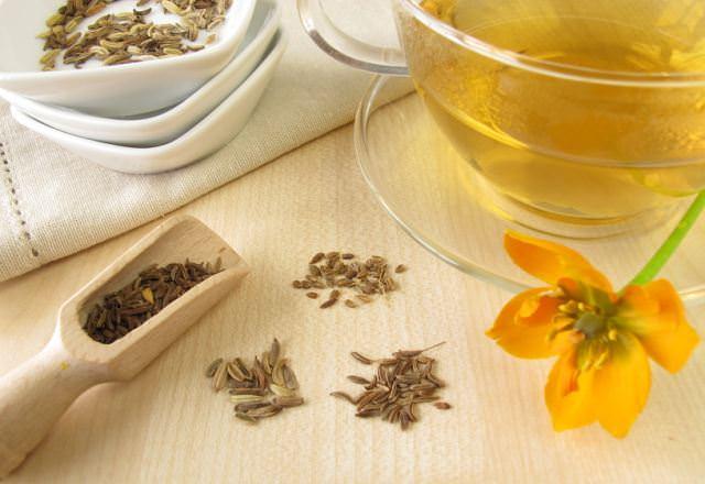 Чай из тмина применяется в целях предотвращения утренних приступов тошноты при токсикозах у беременных