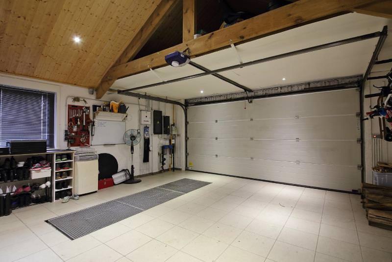 Устройства для обогрева, использующие для своей работы дизельное топливо, обладают основным достоинством, особенно важным для тех, кому приходится долгое время работать в гараже зимой