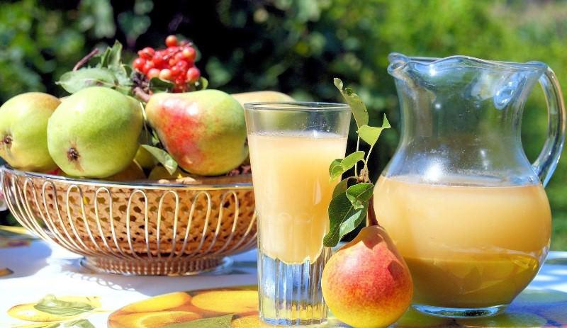 Свежий сок плодов грушевого дерева используют для лечения болезней, свойственных женщинам