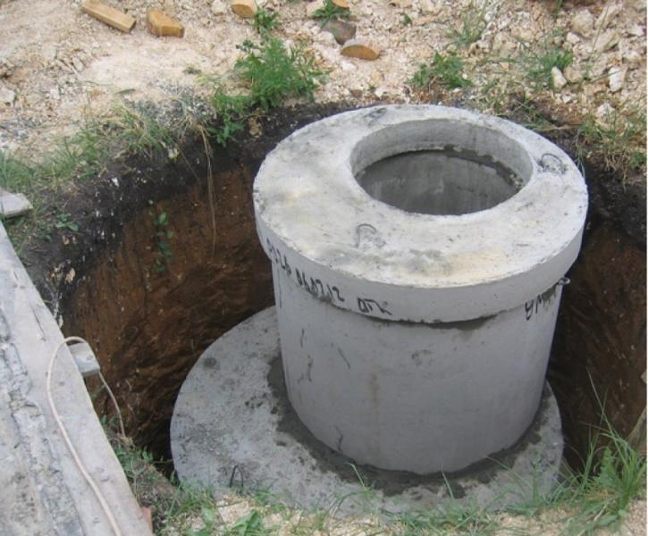 Основание залить бетоном и уплотнить посредством штыкования и утрамбовки