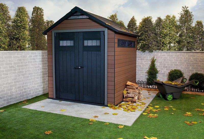 Наличие второго, уличного туалета делает проживание на даче более комфортным