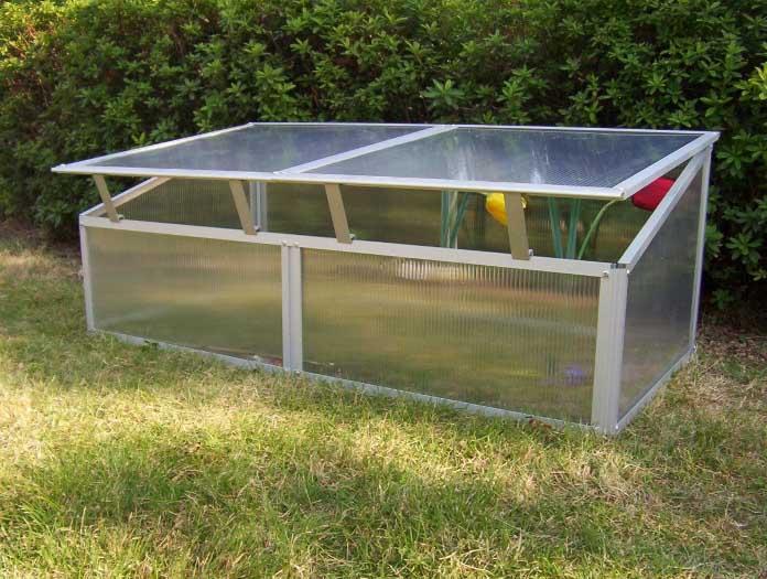 Съёмный тип крыши позволяет качественно регулировать температурный режим в теплице, а также вентилировать сооружение, не вызывая сквозняков