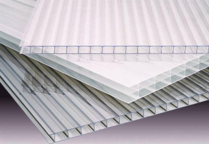 Листовой поликарбонат – самый подходящий материал, обладающий высокими показателями теплоизоляции