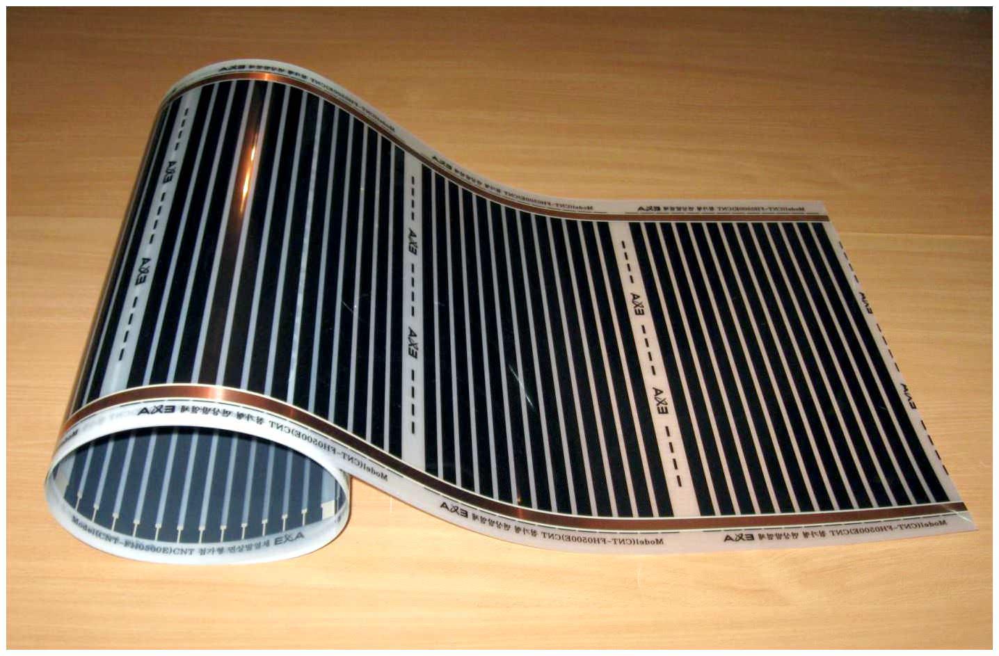Теплый пол с инфракрасными карбоновыми нагревательными пленками. Представляет собой рулон многослойной водонепроницаемой PET-пленки толщиной 0,4 мм с запаянным сплошным углеродным полимерным слоем и токопроводящими медными шинами. Удельная мощность пленки – 30-35 Вт/м2. Пленка излучает инфракрасные электромагнитные волны, благотворно влияющие на рост растений.