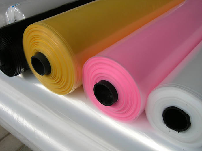 На сегодняшний день клеёнка из ПВХ-материалов выпускается в нескольких видах