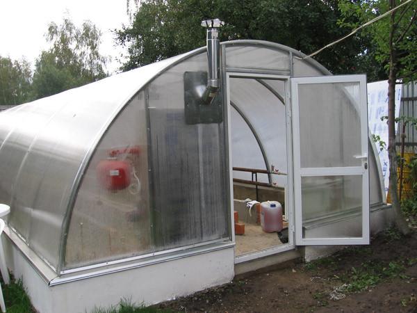 Для отопления теплиц многие предпочитают использовать газовое оборудование