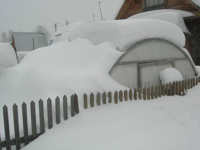 Возведение северных теплиц  предполагает высокий уровень прочности и надёжность, позволяющие конструкции выдержать обильные снегопады и сильные ветра