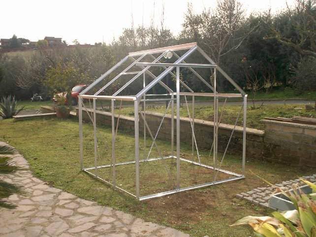 Основа любой тепличной конструкции представлена каркасом