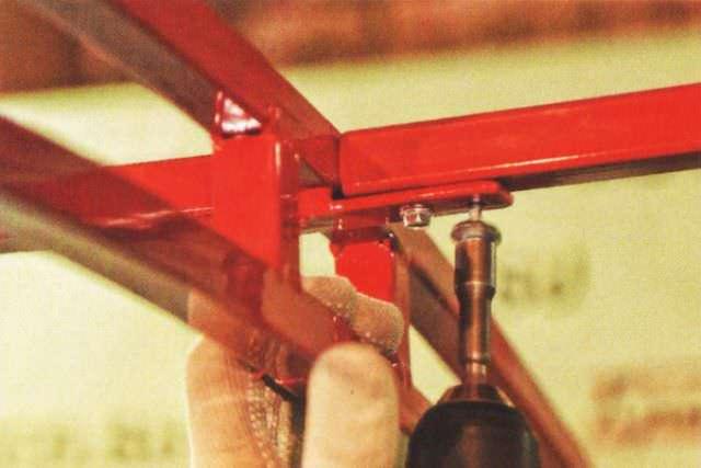 Каркасы всех «Сказок» защищены антикоррозийным покрытием, нанесенным в заводских условиях так, что для ржавчины нет шансов проникнуть внутрь металла даже сквозь сварочные швы