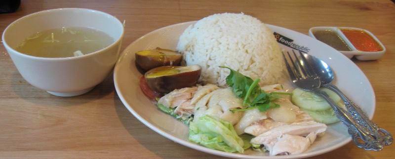 Ценится не только затейливая декоративность, но и мясо китайской шелковой курицы, необычайно нежное, с прекрасным вкусом