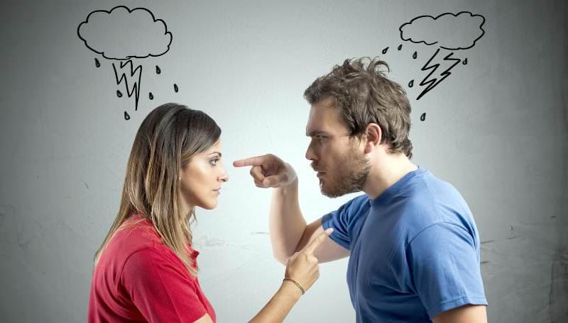 По народным приметам сансевиерия, выращиваемая в доме, помогает устранить скандалы, размолвки и другие психологические проблемы в семье