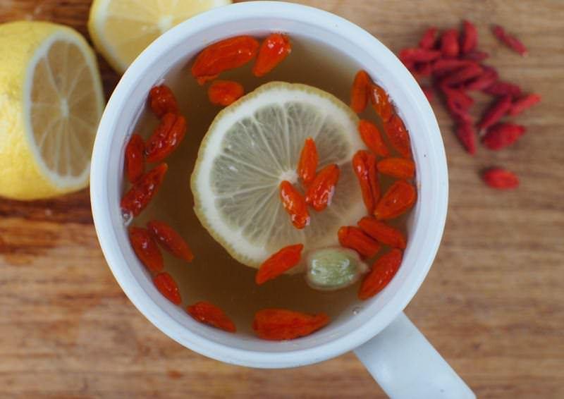 Чай с барбарисом необходимо пить при сильном повышении температуры тела или ознобе