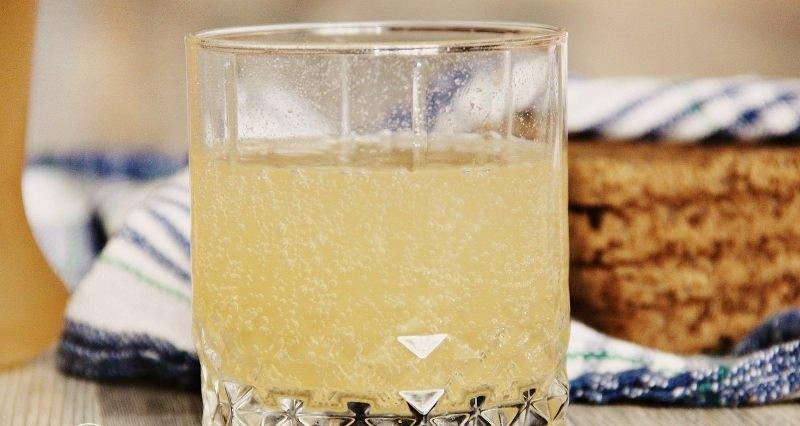 Хорошо принимать сок из березы при простуде, бронхите, кашле