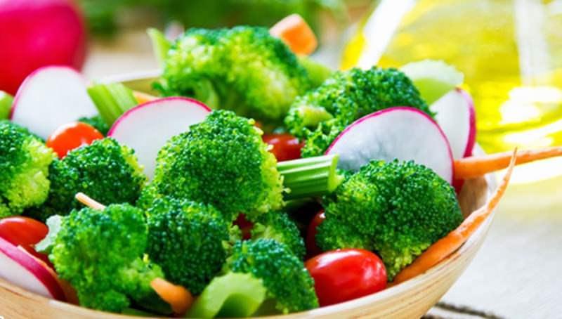 Низкокалорийная и вкусная брокколи ценится и в народной медицине, так как в ее составе присутствует множество полезных веществ и микроэлементов