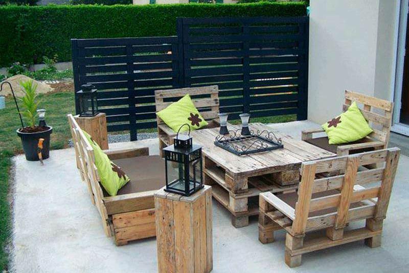 Отличные идеи для сада - это стулья