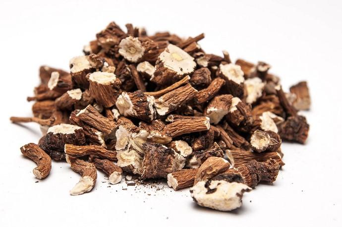 Сборы трав с добавлением корня аира — это действенное средство при диатезе и прочих кожных заболеваниях у детей и взрослых