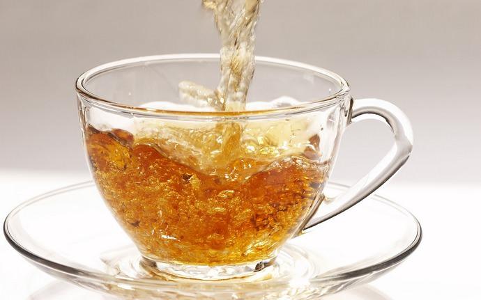 Чай с аиром полезен для здоровья щитовидной железы, а также он снимает нервное напряжение