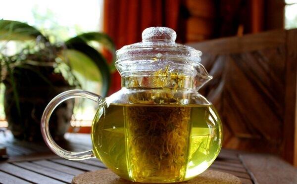 Отличным средством является самый обычный чай из багульника болотного