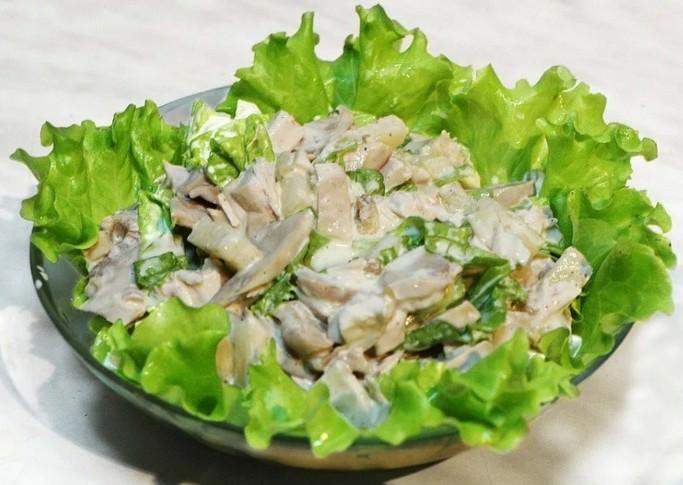 Салат с солеными белянками популярен среди хозяек