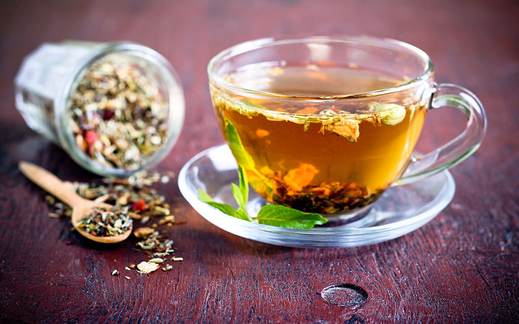 Можно заваривать цветы и траву шлемника и пить как витаминный чай