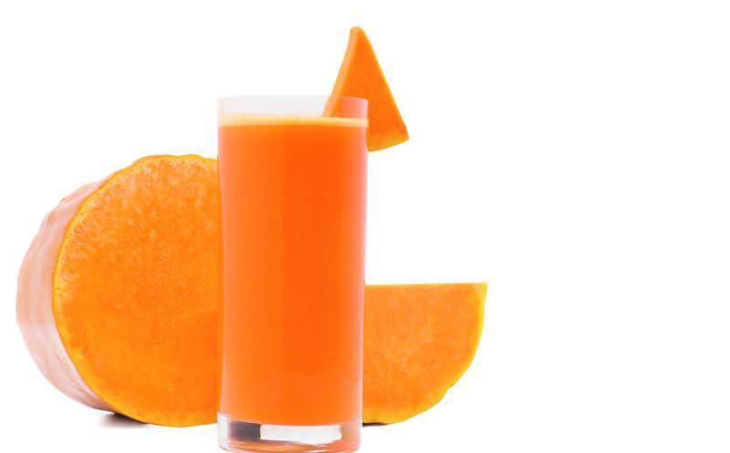 Для успокоения нервной системы и гипертоникам на ночь рекомендуется выпивать половину стакана сока тыквы смешанного с 2 ложками меда