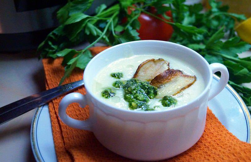 Суп-пюре с топинамбуром характеризуется пикантным вкусом