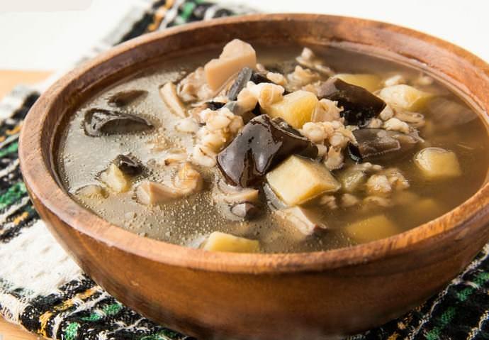 Популярным грибным блюдом является наваристый суп, и поддубники идеально годятся для этого.