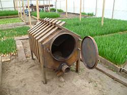 Качественная печка в теплице даёт возможность значительно улучшить тепловые показатели сооружения