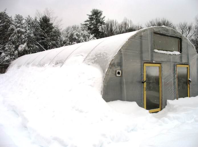 Обогрев теплицы особенно важен в регионах с тяжёлыми климатическими условиями